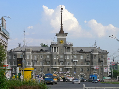 Barnaul_-_building_with_spire