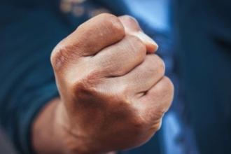 Жителя Алтайского края судят за удар участкового