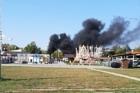 В барнаульском парке загорелся аттракцион