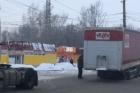 Во время движения в Барнауле фура потеряла прицеп