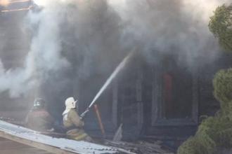 На Алтае в пожаре погибли три человека