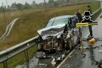 На трассе в Алтайском крае погибли 3 человека