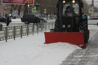В Барнауле начали очищать улицы от снега