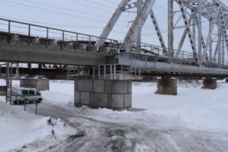 На Алтае с моста скинули девушку